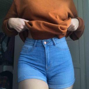 Fina basic jeansshorts från Gina tricot. Modellen Molly. Storlek S men skulle snarare säga XS. 💕