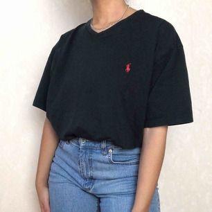 Ralph Lauren t-shirt ☀️ storkek L☀️ Följ secondvintagesweden @ instagram för fri frakt  3 för 2 på allt  Jag postar varje fredag, lördag och söndag