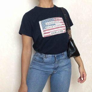 Ralph Lauren t-shirt ☀️ storkek M☀️ Följ secondvintagesweden @ instagram för fri frakt  3 för 2 på allt  Jag postar varje fredag, lördag och söndag