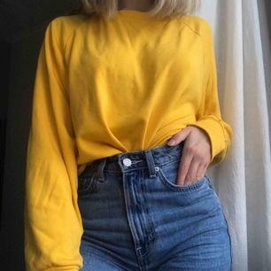 Snygg tröja från bikbok i trendig gul färg. Supermjukt material!!! Har blivit pyttelite nopprig men inget som syns. Storlek M men passar även XS och S.💕