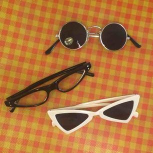 solglasögon! endast 75 kr/st eftersom det inte riktigt är säsong ;~) frakt tillkommer! obs! de i mitten har gult glas, inte genomskinligt! syns inte med den gula bakgrunden