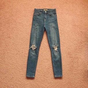 Tighta ankle length jeans. Använda, bra skick! Fram tillkommer