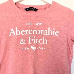 Fin ljusrosa tröja från Abercrombie & Fitch. Aldrig använd!