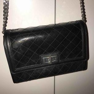 Superfin väska från Zara. Chanel-inspirerad halv- genomskinlig 💞 Fint skick! Knappt använd.