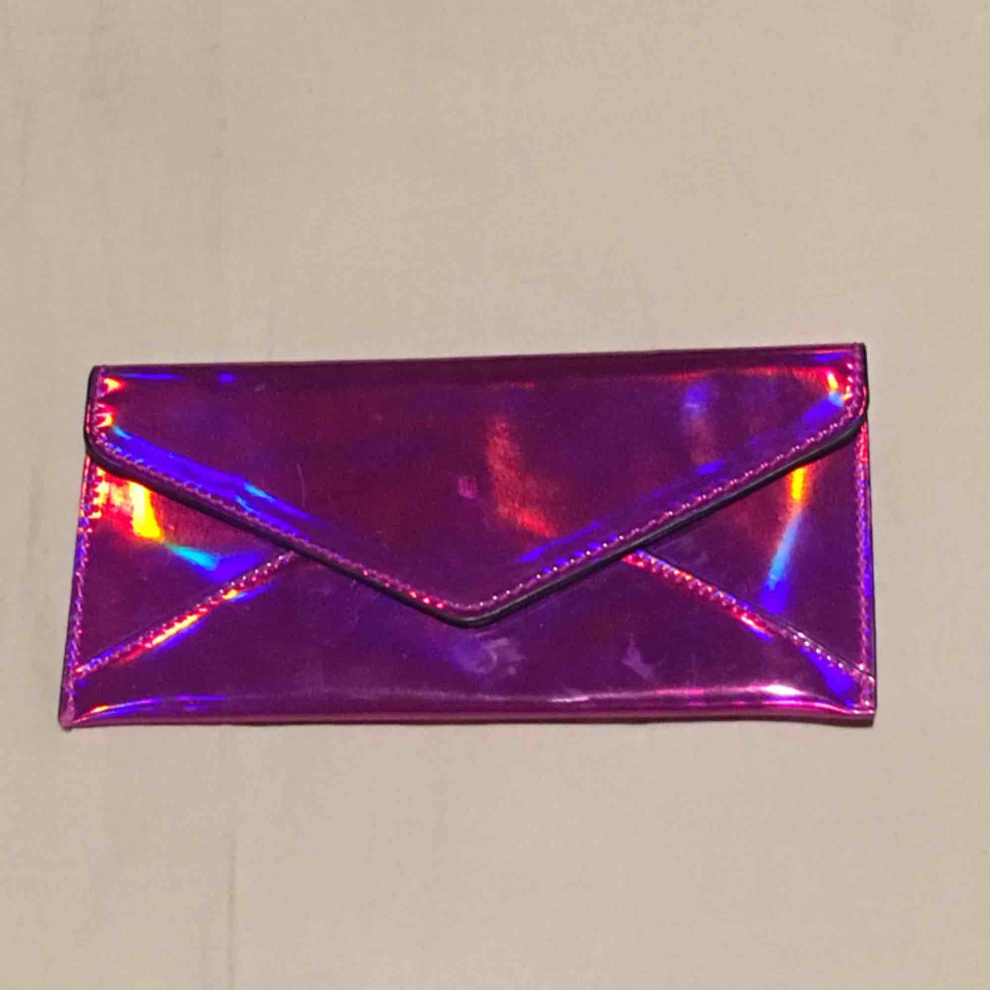 En plånbok från mango som jag inte använder . Väskor.