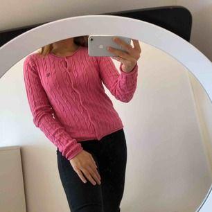 """en rosa """"Hampton Republic"""" tröja med knappar 💘💘"""