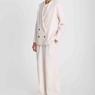 Säljer min älskade kostym från A PART OF THE ART, så fint material och perfekt passform. Värd varje krona!