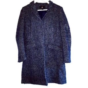 Fin mörkblå kappa. Frakt tillkommer på 63 kr ❤