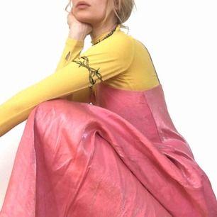 🍒PROMQUEEN🍒 Den mest Drömmiga balklänning/prinsessklänning du någonsin sätt. Pink n QT. Skimrande tyg i strl:xs/S. Knip denna  y2k klänning och Prom Queen titel innan det är försent. Frakt tillkommer. Puss o K🍒