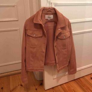 Jättesnygg rosa mocka jacka från Pull & Bear används tyvärr inte längre :(( Sparsamt använd!