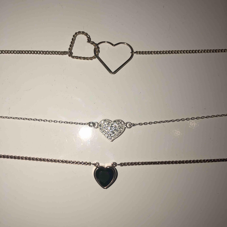 Fina hjärt halsband för 20kr st ochalla för 50kr 💘. Accessoarer.