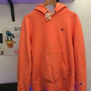 Champion-hoodie reverse weave, tjockt material, väldigt bra kvalité, använd ca. 15 ggr, tvättad ca 4 ggr, 100% bomull