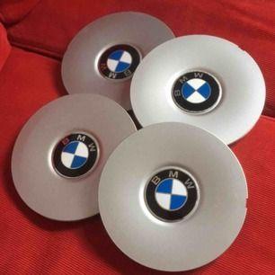 BMW tillbehör  4 st center , oanvända. Ursprungspris 250:- st = 1000:-  NU 150:- f alla 4 Hämtas & betalas i Borlänge