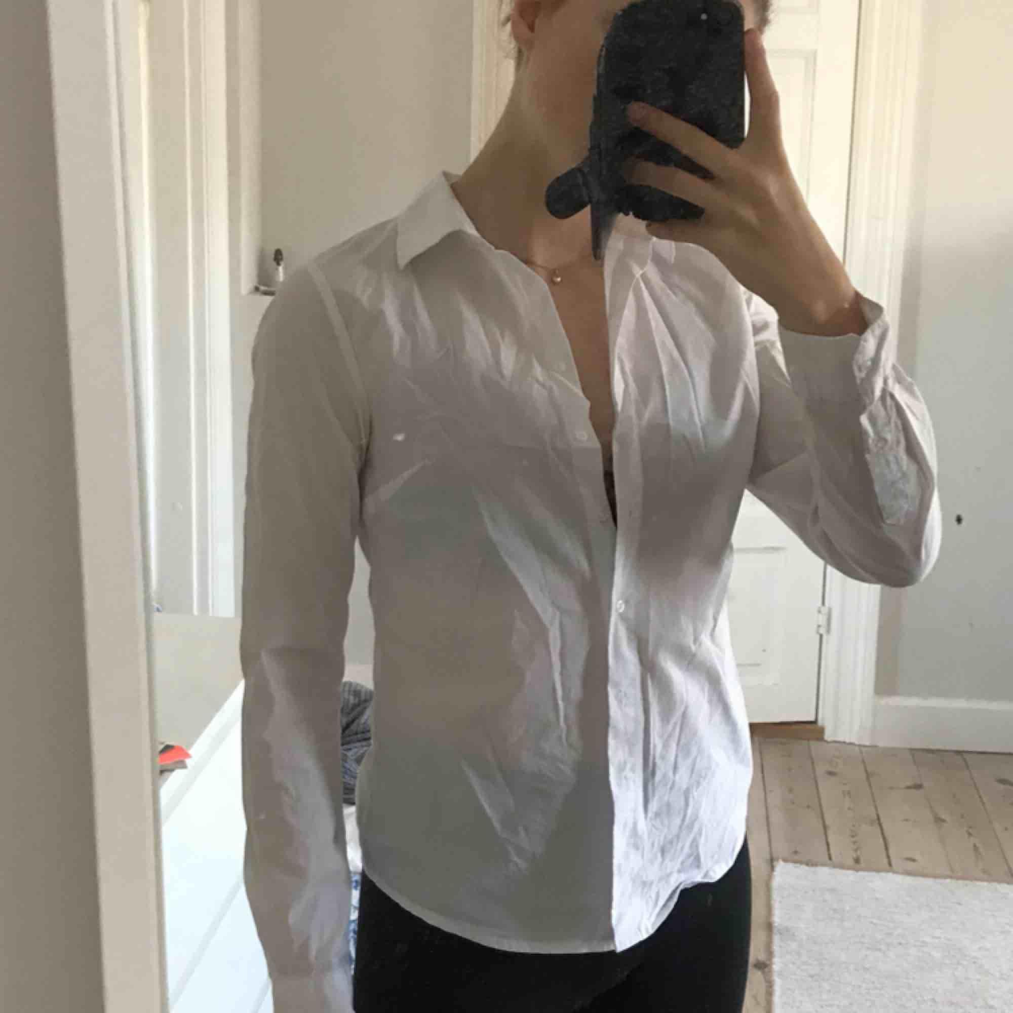 Vit skjorta, oanvänd, ej struken på bilderna;). Skjortor.