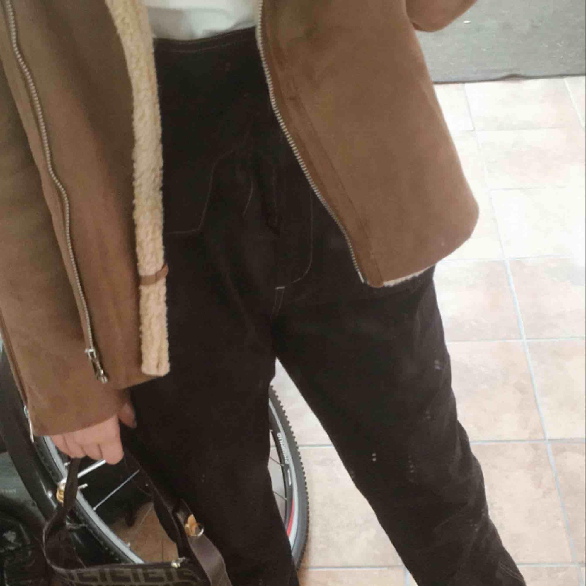 Pösiga raka byxor från bästa Carin Wester!!🦋🦋🦋 Såå sköna och fina🥰🥰säljer pga fel storlek🤓🤓. Jeans & Byxor.