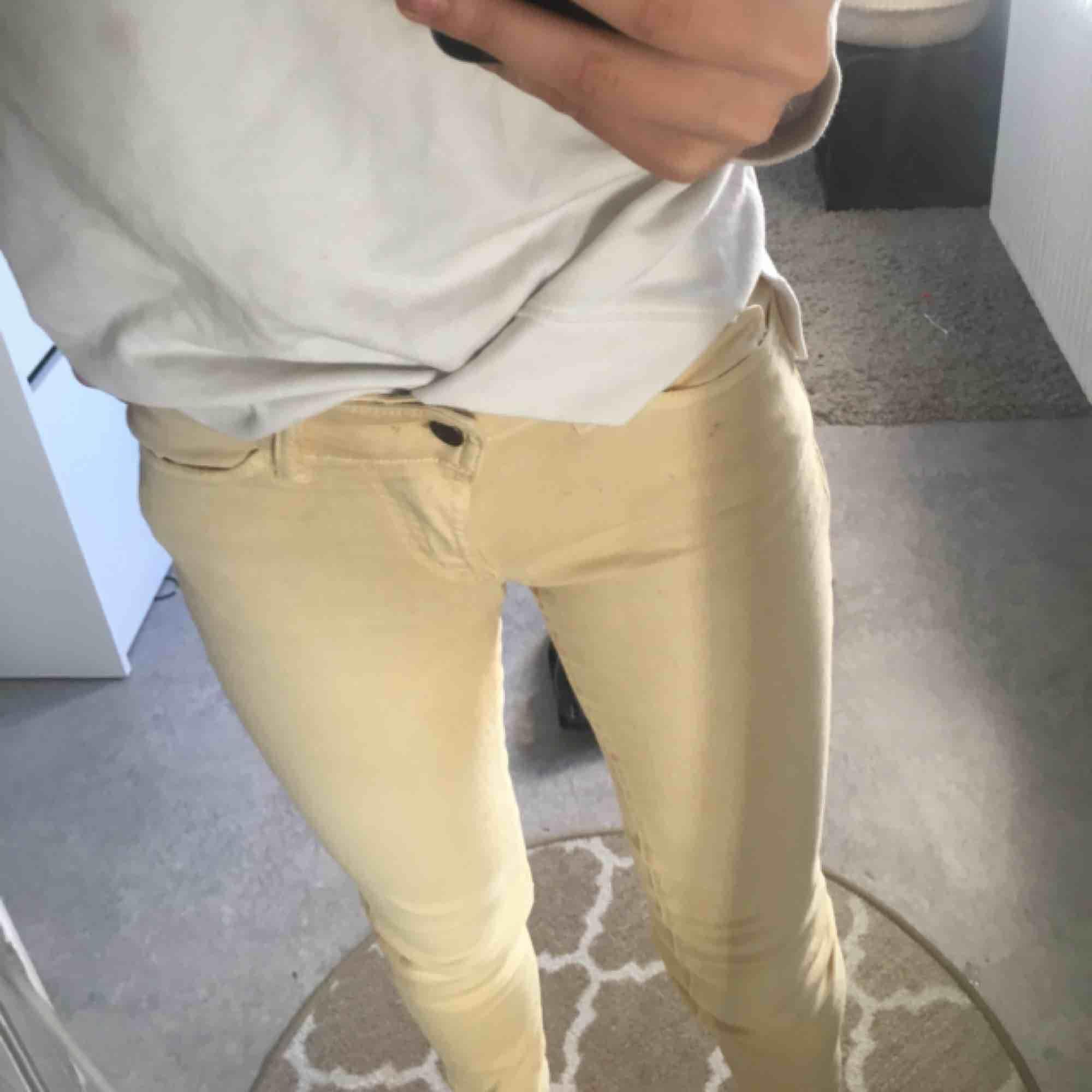 Finaste byxor från märket hunkydory!!🦋🦋🦋Så fin pastellfärg att ha till en stor tröja eller stickad! Nypris 1100 kr. Jeans & Byxor.