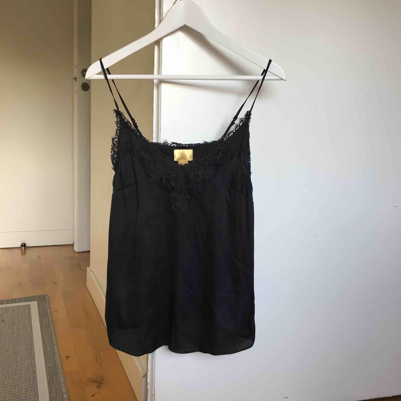 Fint svart linne från hm. Köpare står för frakt💘. Toppar.