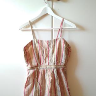 Färgglad kort klänning. Träffas i Stockholm eller skickar via post! (Priset inkluderar ej postkostnader)