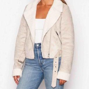 Säljer denna jacka från Nelly då den inte kommer till användning. Köpte den för cirka två månader sen och har använt den typ 2 ggr. Den är i nyskick.