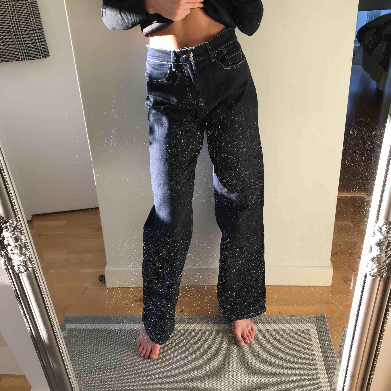 Raka jeans från Nelly. Knappt använda. Köpare står för frakt. . Jeans & Byxor.