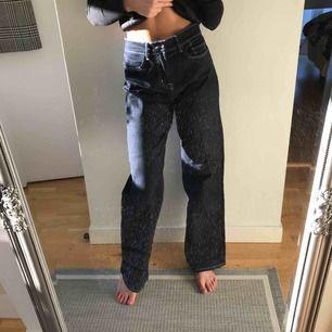 Raka jeans från Nelly. Knappt använda. Köpare står för frakt.
