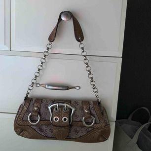 Väska från guess, köpt vintage!