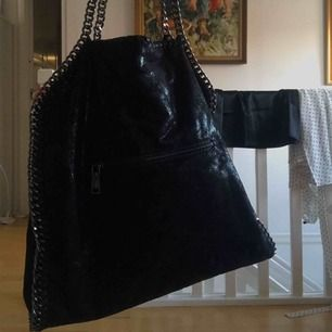 Väska i fint skick. Köparen står för frakt spårbar eller inte🌸🌸🌸