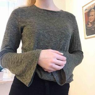 Supermysig tröja från Kappahl med vida ärmar nertill.