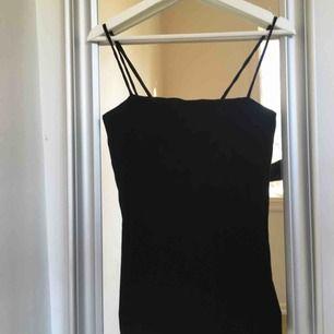 Svart linne från Gina tricot i fint skick! Säljes för bara 80kr +frakt
