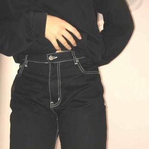Snygga jeans i väldigt bra skick från junk yard använda bara 1 gång.💕  Ny pris: 600  Kan mötas up i stockholm om inte så tillkommer fraktkostnad.  ❤️