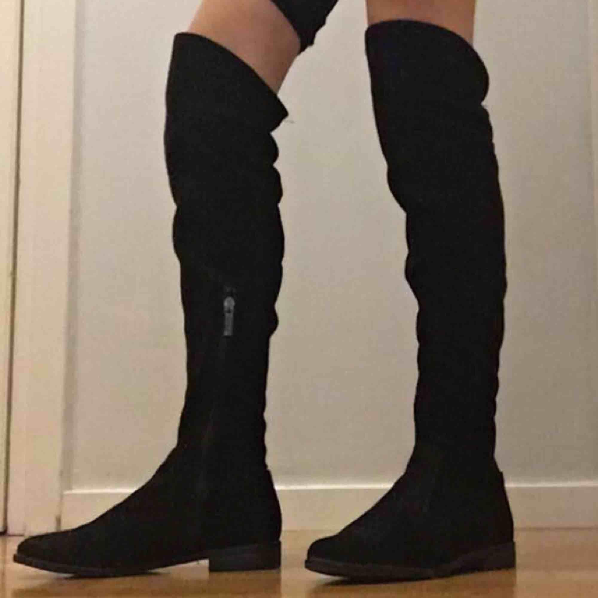 Snygga svarta skor från tamaris som jag använt 2 gånger som tyvärr har blivit för små . Skor.