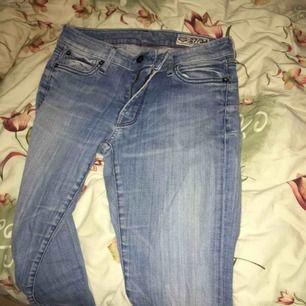 Säljer mina skitsnygga crockers ljusblå jeans då dem är på tok för små för mig haha