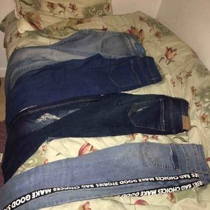 4 par jeans som jag aldrig använder//får på mig. Säljer alla för 350 eller ett par för 100kr. Hör av er!