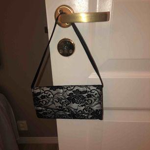Supersöt liten väska i snygg mesh