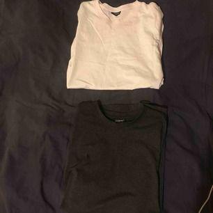 Två oversize t-shirts, en mörkgrå och en vit. 65kr styck eller 100kr för båda😊