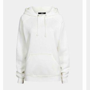 Helt ny hoodie från bilbok👊🏼 Köpt för ca 2 månader sedan. Säljs då jag inte tyckte att vit passa mig💖