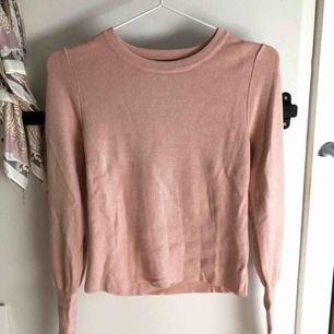 Supersöt rosa tröja ifrån Bikbok. Storlek S. Oanvänd!