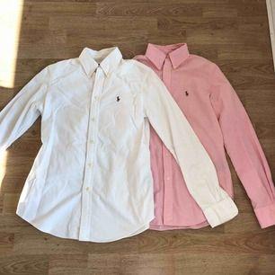 """Två nästan helt oanvända Ralph Lauren skjortor i passform """"custom fit"""". Säljer en för 200 eller båda för 300 kr."""