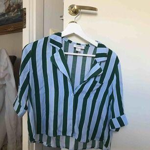 Randig skjorta från monki, använd max 2 gånger