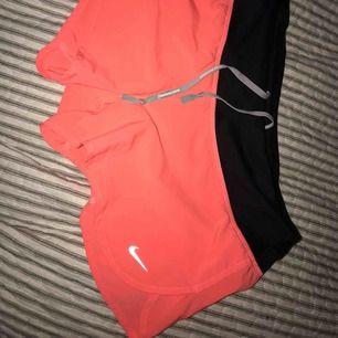"""ett par skitsnygga shorts från Nike. Har klippt bort inner""""trosan"""" då det såg ut som jag hade blöja på mig😂 enbart använda max 5 gånger i somras. Rätt korta i modellen men galet snygga till bruna ben. har en liten ficka baktill också!"""