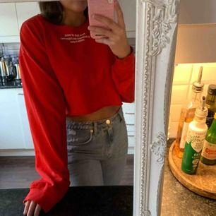 Röd croppad sweater från Zara strl M. Frakt ingår 🥰