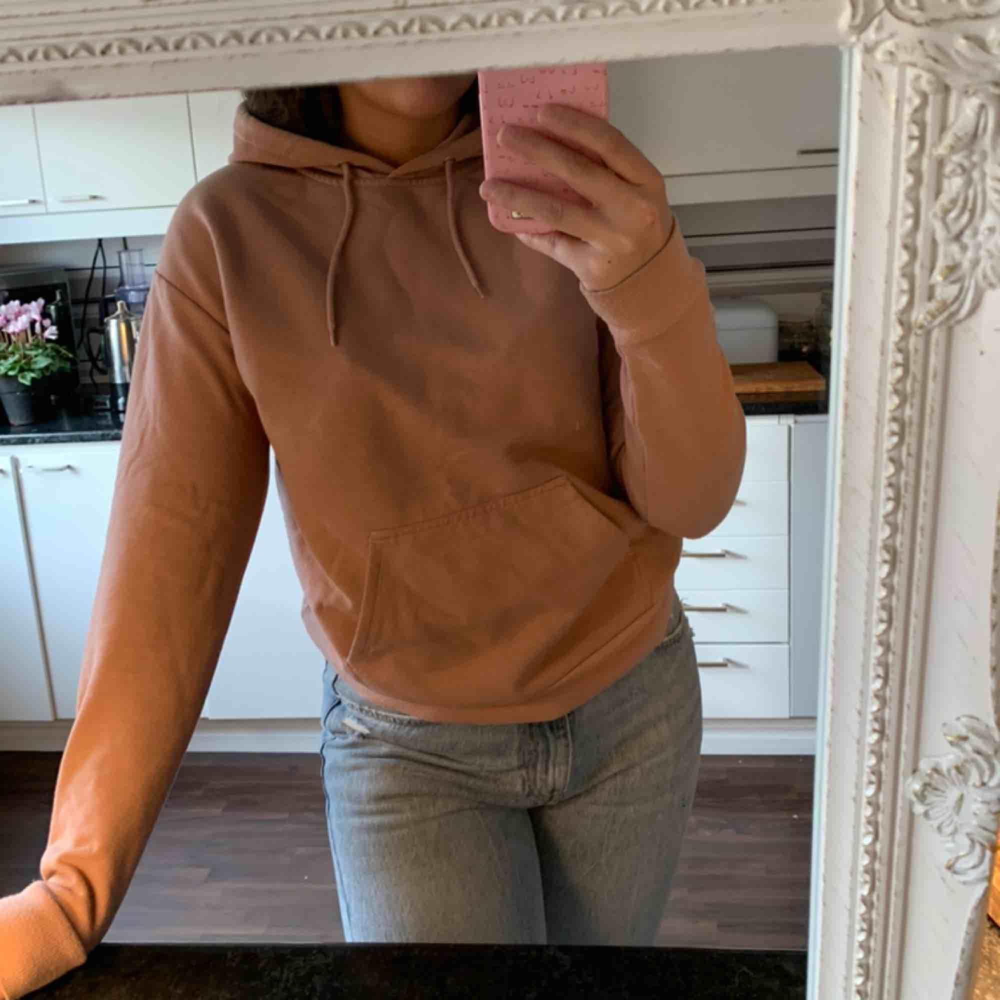 Rosa/beige hoodie från Carlings strl XS. Frakt ingår 🥰. Huvtröjor & Träningströjor.