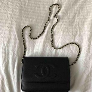 Säljer nu denna super fina väska i hög och bra kvalité då den inte kommer till användning. I priset ingår ej frakt. Väskan är inte original dvs en kopia.