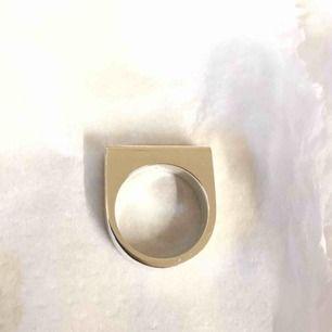 Klackring i silver, strlk 14 alt 44 (går att beställa i olika strlk)