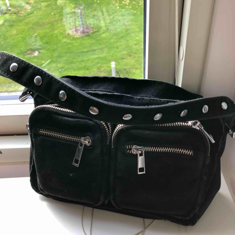 Liten Noella väska första modellen, Får plats med mycket saker i!. Väskor.