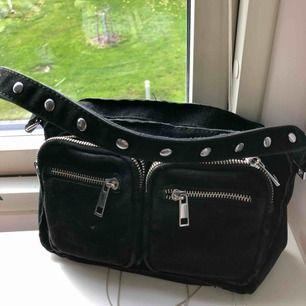 Liten Noella väska första modellen, Får plats med mycket saker i!