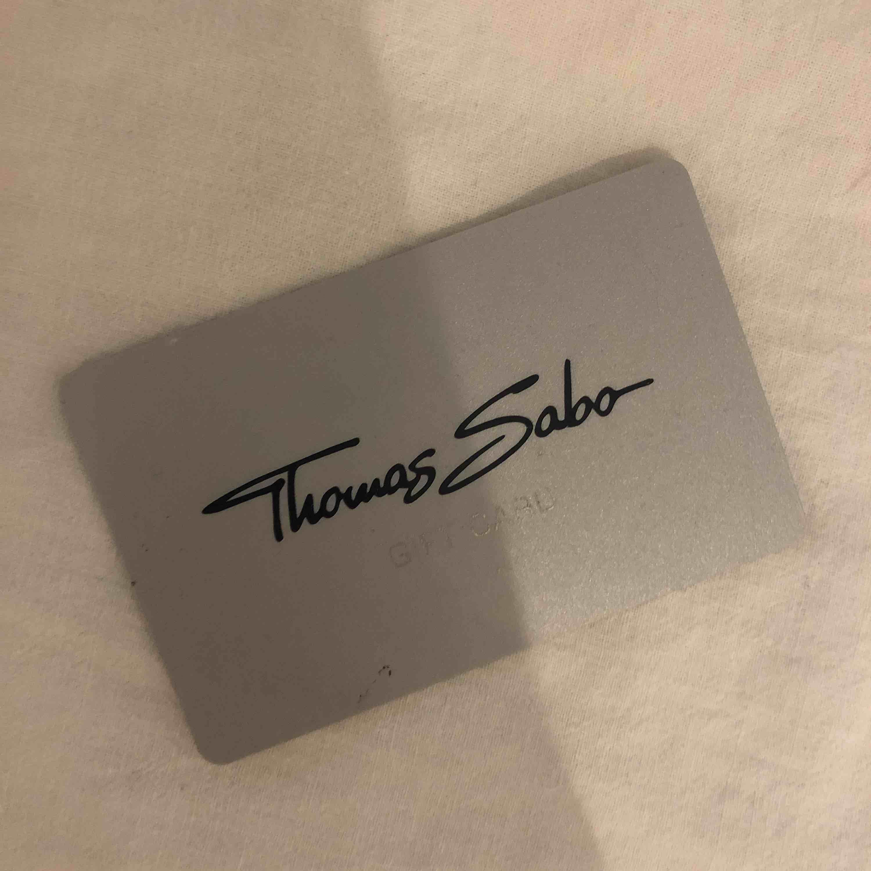 Ett Thomas Sabo presentkort på 200kr går ut i april 2020! Pris är 100kr!. Övrigt.