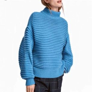 Härlig blå chunky stickad tröja från h&m, köpt förra året! 10% ull så supermjuk och skön! 🔥frakt tillkommer