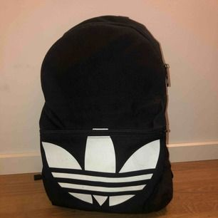 Ryggsäck från Adidas som jag endast använt ett få tal gånger, den är som ny🧚🏼♀️