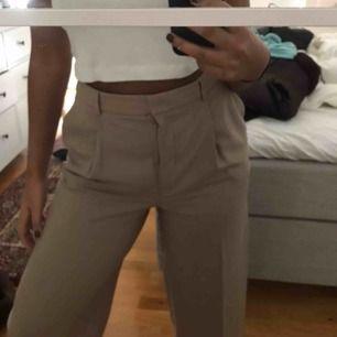 Beiga vida byxor från H&M, använda en gång. Frakt tillkommer